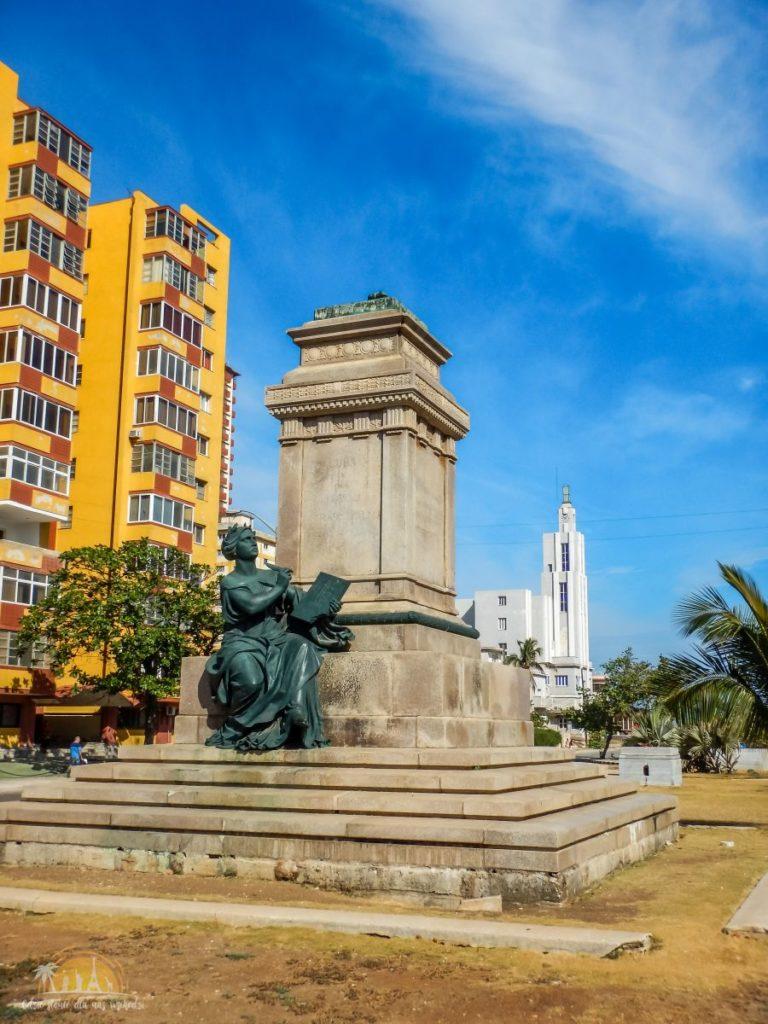 Pozostałości po pomniku Tomasá Estrady Palmy