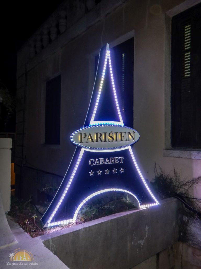 Przed wejsciem do Kabaretu Parisnienne