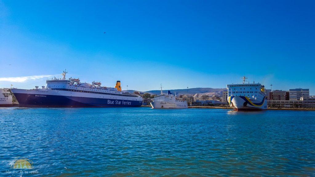 Statki w Porcie Pireus Ateny