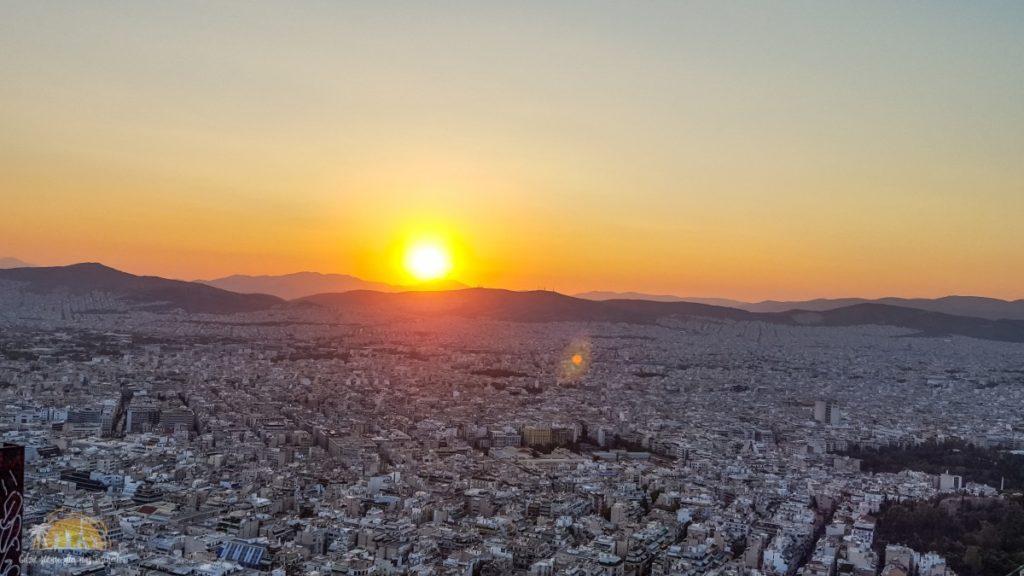 Zachód słońca nad Atenami