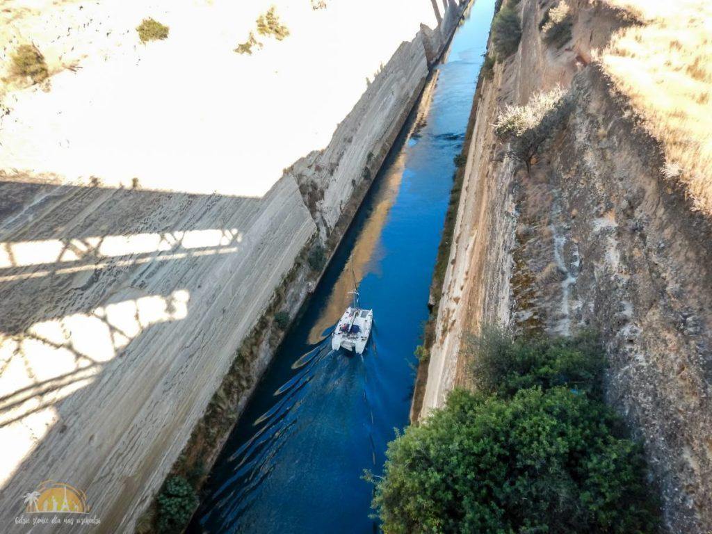 Grecja Peloponez Kanał Koryncki przepływający statek