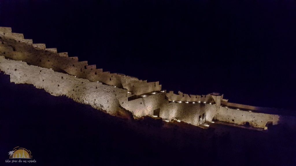 Grecja Monemavasia fortyfikacje nocą