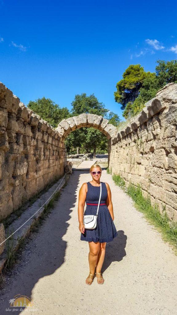 Grecja Olimpia pozostałosci korytarza prowadzącego na stadion