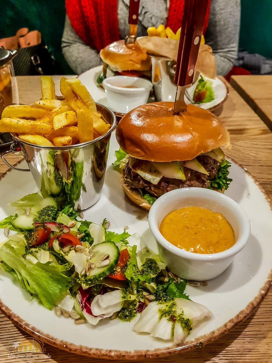 Kuchnia & Mech restuaracja poznań burger 7