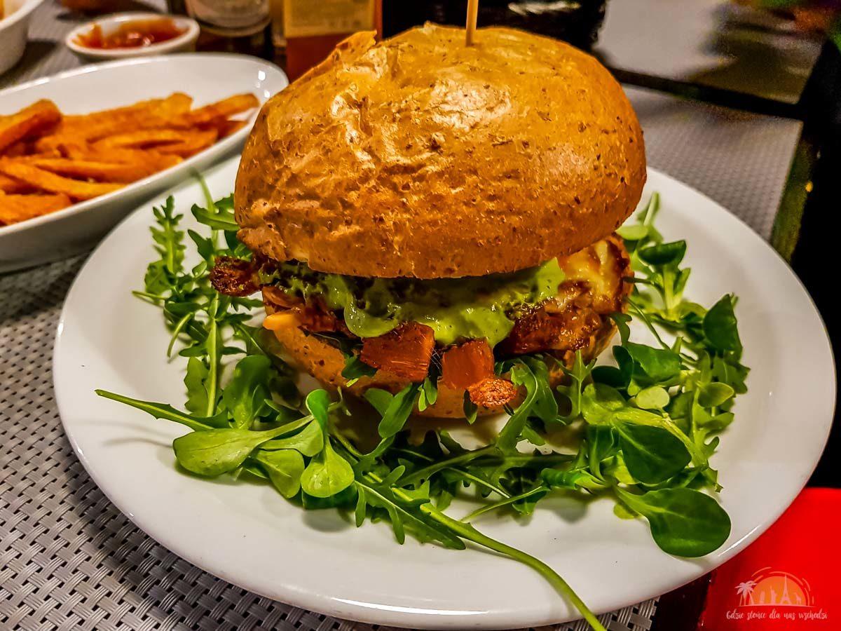 Szczaw i Mirabelki restauracja burger Poznań 2