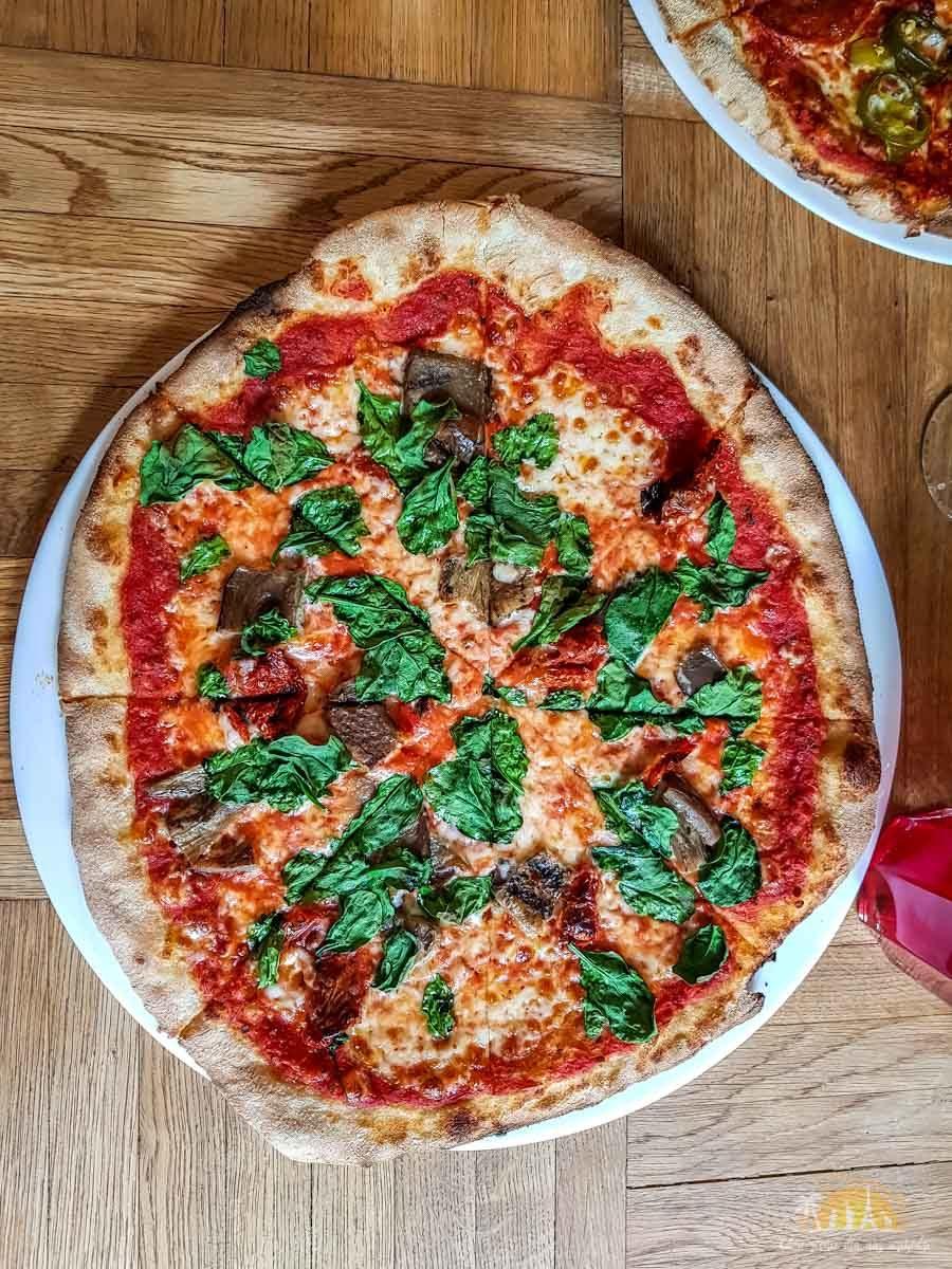 Pizza Pod Lasem Poznan gdzie zjesc w Poznaniu 4